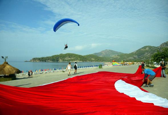 Türk Bayrağı açma denemesi