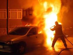 100 YTLye araba yaktılar