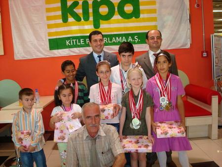 Kipa'dan Satranç Şampiyonlarına kutlama