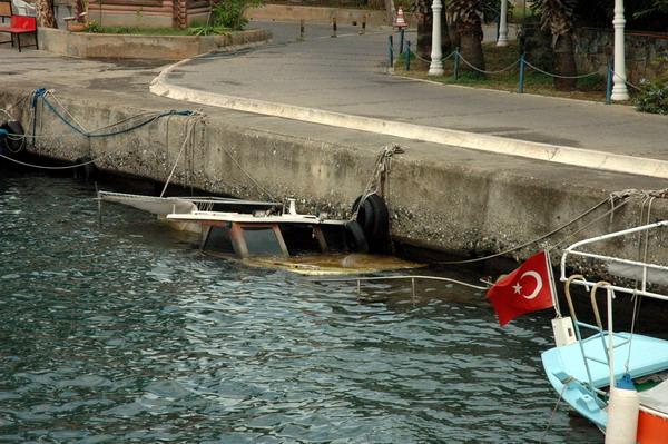 Marmaris'te balıkçı teknesi battı