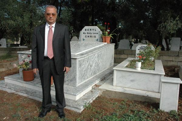 Armutalan'da yabancılara ayrı mezarlık
