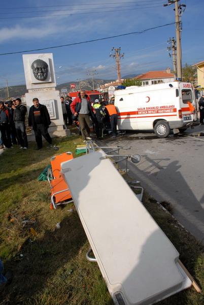 Muğlada hasta taşıyan Ambulans devrildi!