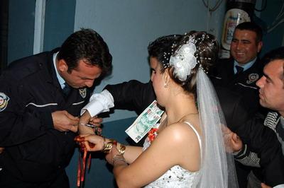 Fethiyede polisten düğün şakası