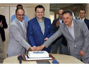 AAnın Kürtçe yayına başlamasına pastalı kutlama