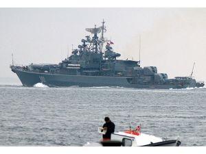 Rus Donanmasına ait gemiler İstanbul Boğazından geçti
