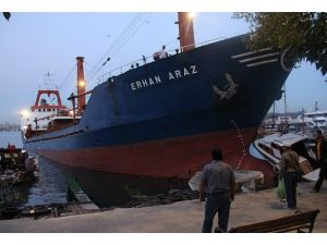 Beykoz açıklarında kuru yük gemisi karaya oturdu