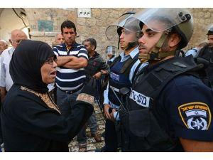 Mescid-i Aksada polis müdahalesi
