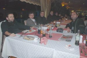 Yat Marin'den gazetecilere yemek