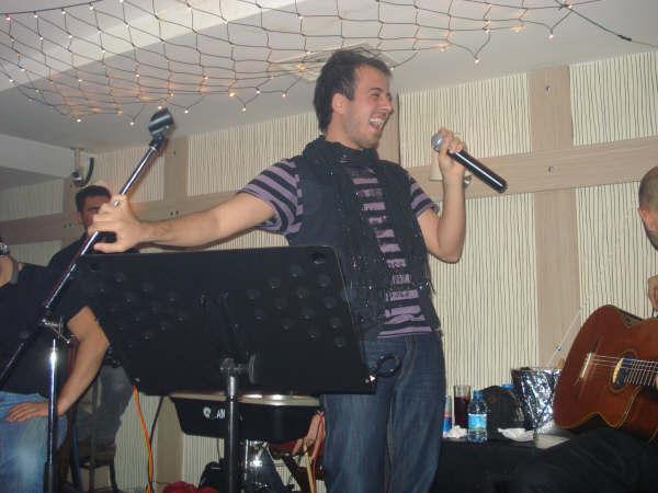 Genç Şarkıcı Hürol İzmirlileri coşturdu