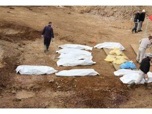 """Bosnanın en büyük toplu mezarında """"hüzün ve kasvet"""