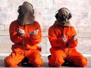 Doktor ve hemşireler işkenceye ortak oluyor