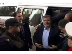 Mursi Mısırda askerlere meydan okuyor