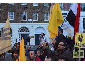 Mursinin yargılanması Londrada protesto edildi