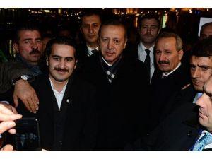 Başbakan Erdoğana Helsinki'de sıcak karşılama