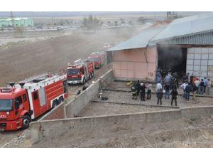 Kahramanmaraşta bir fabrikada yangın çıktı
