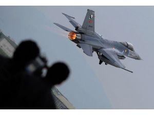 """Yunan F-16larından Türk eğitim uçaklarına """"taciz"""""""