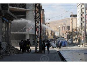 Duvar protestosuna polis müdahalesi