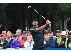 Tiger Woods ilk günü eksi 1 vuruşla geçti