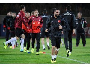 Türkiye-Belarus maçını Lahoz yönetecek