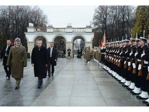 Başbakan Erdoğan Polonyada resmi törenle karşılandı
