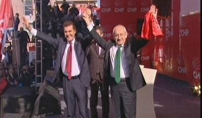 Mustafa Sarıgül CHP üyelik kartını aldı