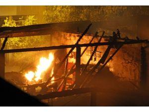 Osmaniyede işyeri yangını