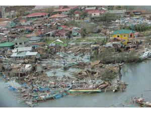 """Haiyan tayfununda can kaybı """"felaket"""" boyutlarında"""