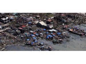 Filipinler kan ağlıyor