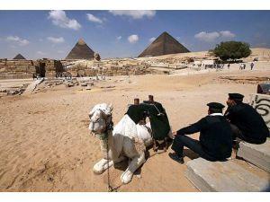 "Mısır turizmine de ""darbe"""
