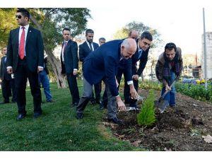 Papandreu ve Oran Gezi Parkını ziyaret etti