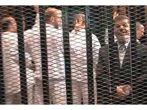 Savunma avukatları Mursiyle görüşüyor