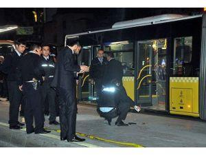 Metrobüsteki silahlı kavgada yaralanan genç öldü