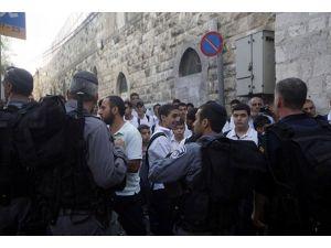 Yahudi yerleşimciler Mescid-i Aksaya girdi