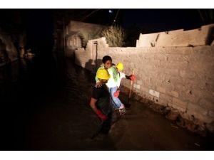 Gazzede onlarca ev kanalizasyon suları altında