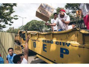 İngiltere Filipinlere yardım gemisi gönderdi