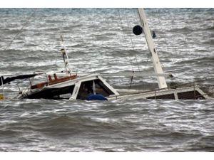 Göçmenleri taşıyan tekne battı: 12 ölü