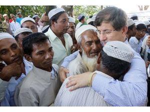 Rohingya Müslümanları Davutoğlunu gözyaşlarıyla karşıladı