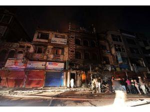 Pakistanda cami yakıldı
