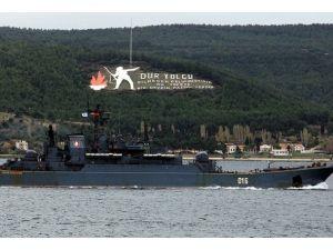 Askeri Rus gemisi Çanakkale Boğazından geçti