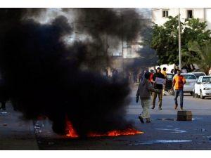 Libyada milis güçleri askeri kontrol noktalarını ele geçirdi