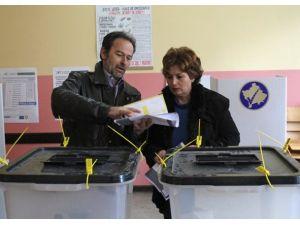 Mitrovitsada tekrarlanan seçim sakin geçiyor