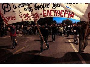 """Yunanistanda """"17 Kasım"""" gösterileri"""