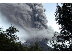 Endonezyada 2 yanardağ faaliyete geçti