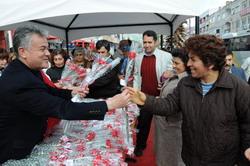 Başkan Acar sevgi dağıttı