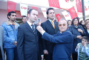 225 AKPli CHPye katıldı.