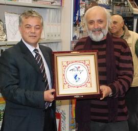 Ali Acar'dan Güven Karabenli'ye plaket