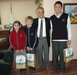 Dereceye Giren Tenisçi Çocuklardan Başkan Ünlü'ye Ziyaret