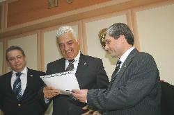 Üçüncü Defa Belediye Başkanı Seçilen Osman Gürün, Mazbatasını Aldı