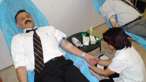 Marmaris can kurtarıyor, kan bağışlıyor