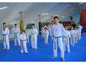 Taekwondo Kuşak terfi sınavı ve Şampiyondan Ziyaret